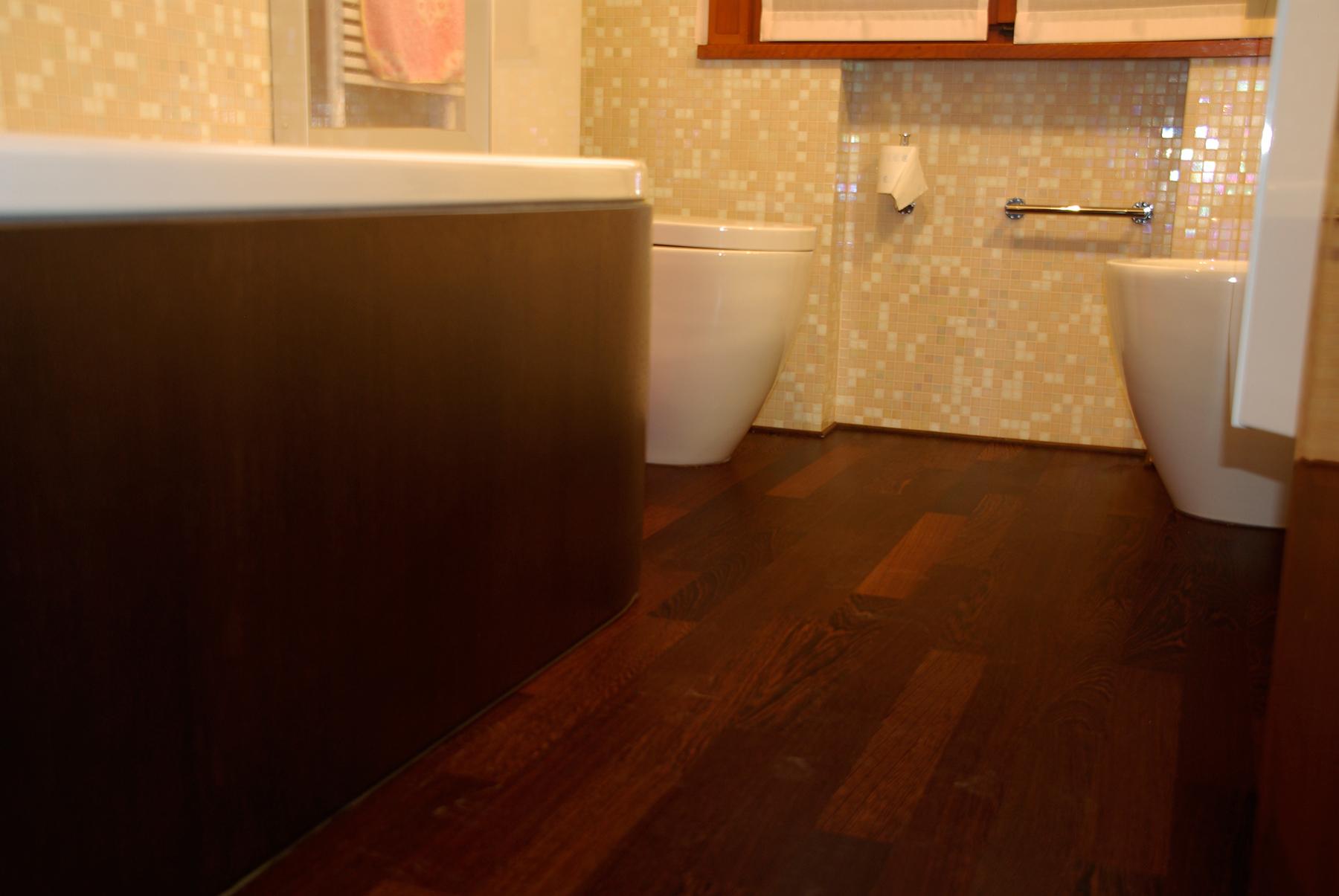 Vintage gazzotti il parquet bello e resistente anche in bagno gazzotti - Parquet in bagno ...